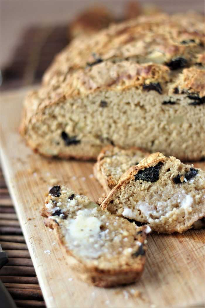 Roasted Garlic and Olives Beer Bread with Butter