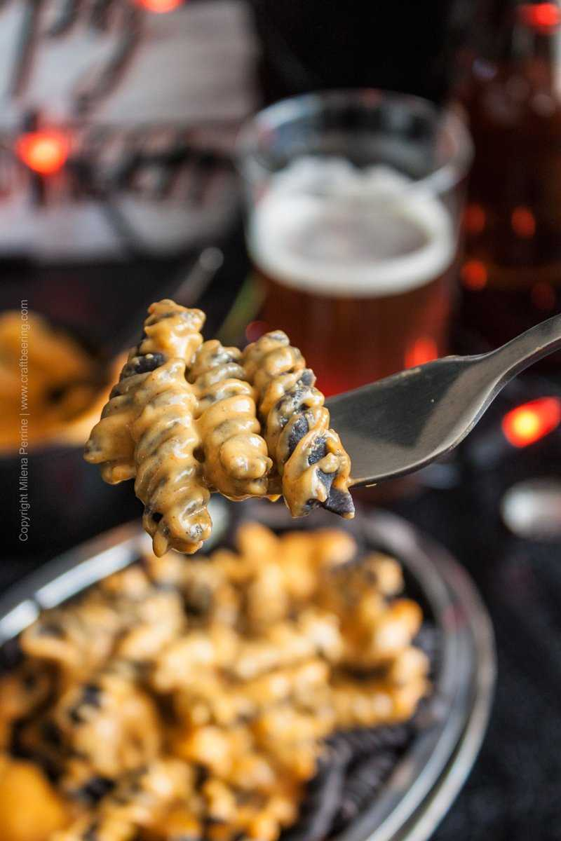 Halloween Pumpkin Ale Mac and Cheese, Pumpkin ale and cheddar cheese dip