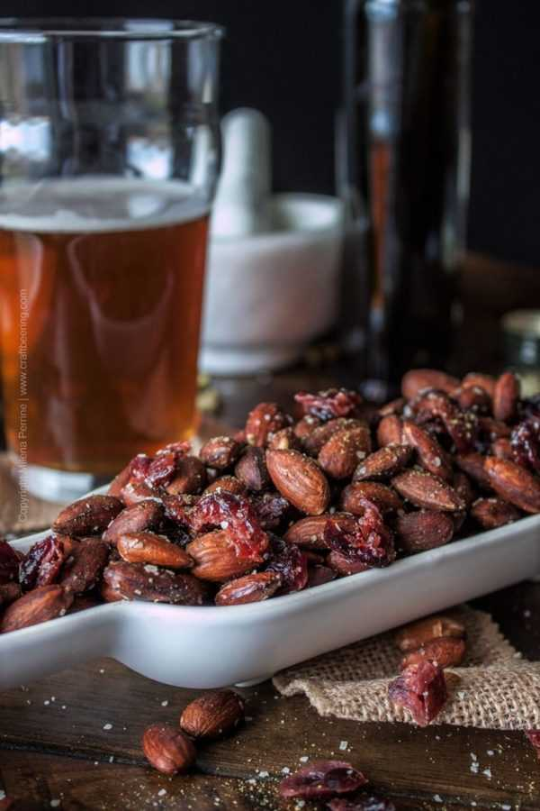 Roasted almonds with dried cranberries coated in olive oil and flavored with hops salt. #roastedalmonds