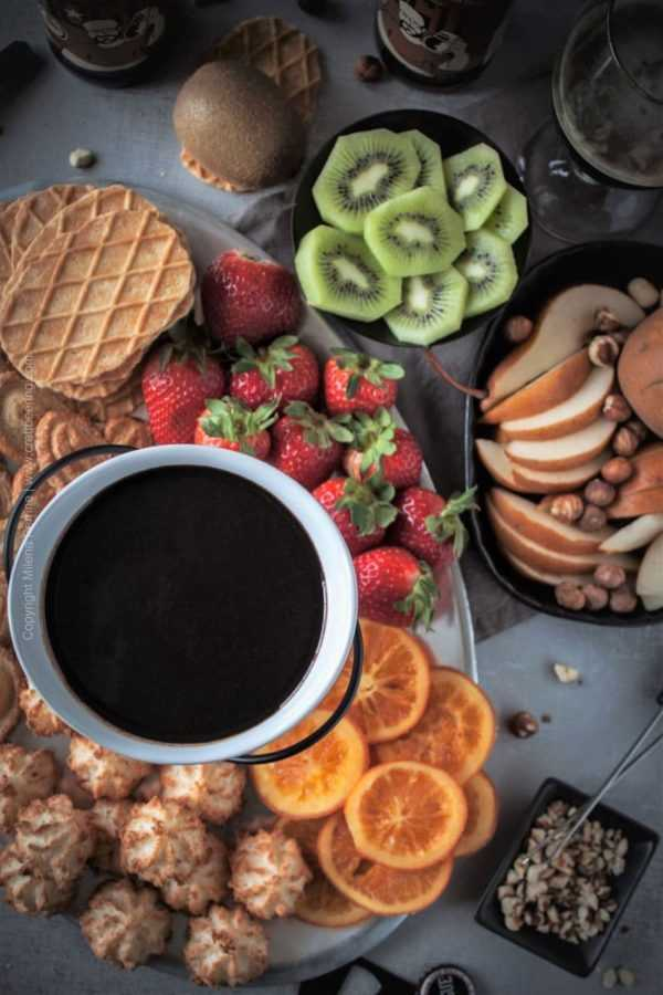 Beer Chocolate Fondue with Hazelnut Brown Ale. Rich and decadent bowl of beer chocolate fondue with assorted accompaniments for dipping. #chocolatefondue #beerfondue #beerchocolatefondue #alefondue