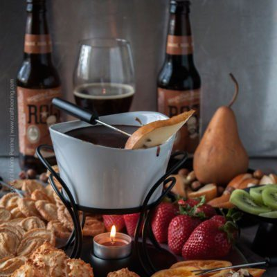 Beer Chocolate Fondue with Hazelnut Brown Ale. Rich and decadent bowl of beer chocolate fondue dipping goodness. #chocolatefondue #beerfondue #beerchocolatefondue #alefondue