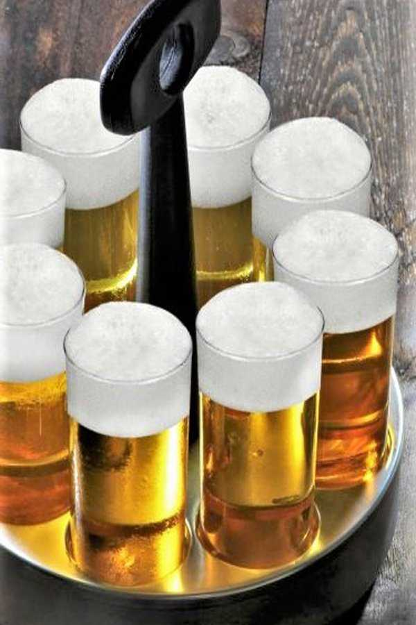Kölsch Stange Kranz beer glass carrier. Makes it easy to transport the beer filled glassed to the tables.
