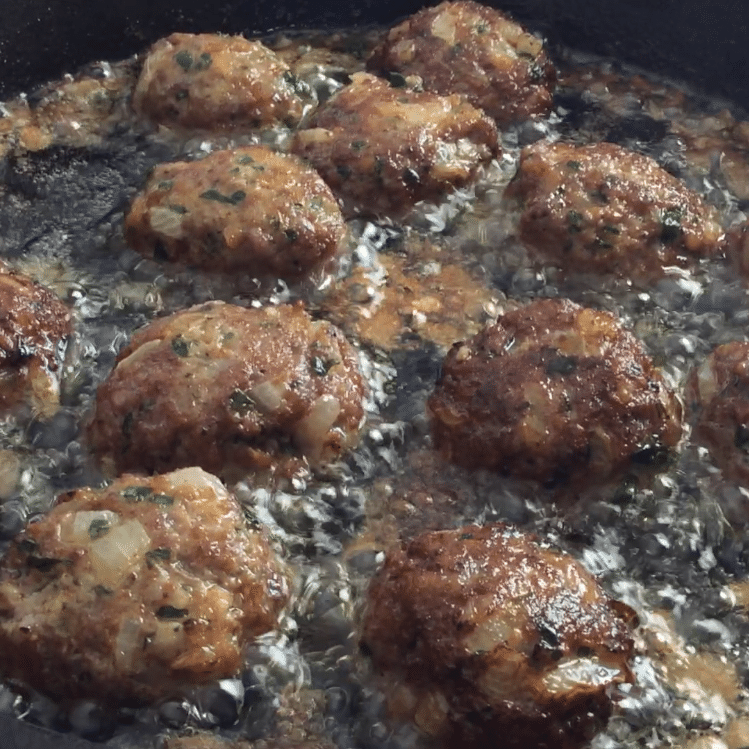 Frikadellen in the frying pan