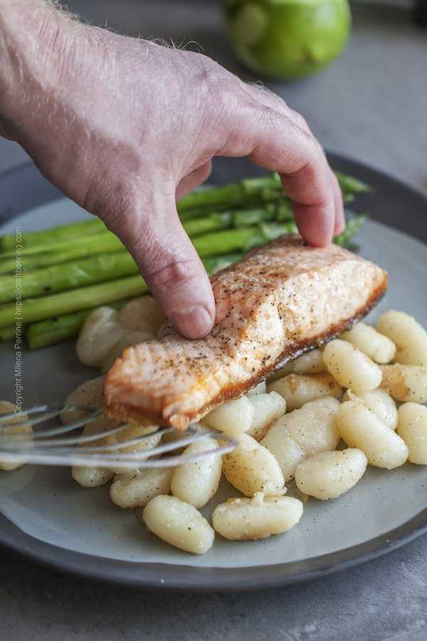 Use spatula to serve the pan seared salmon