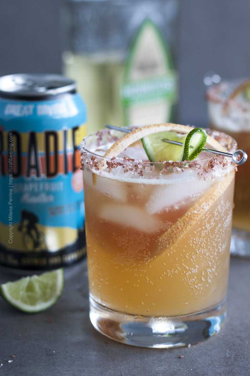 Grapefruit radler Paloma cocktail.