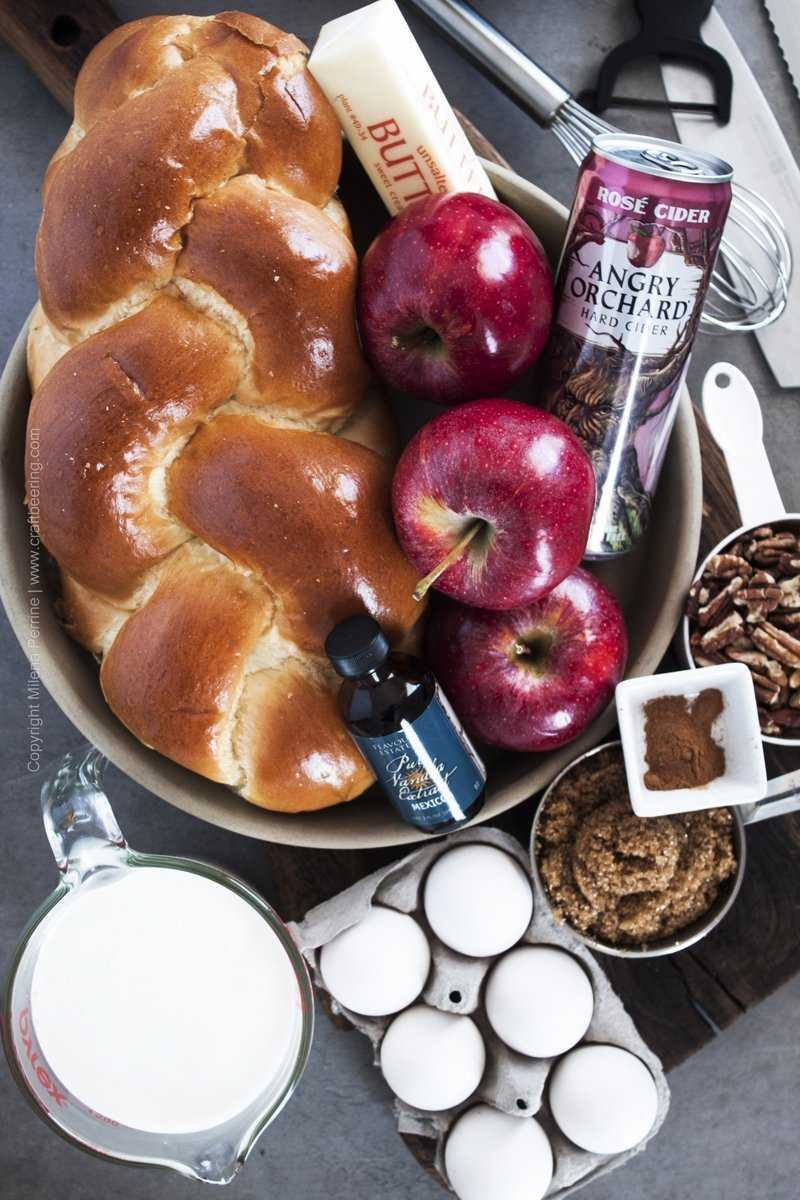 Ingredients for bread pudding with apples