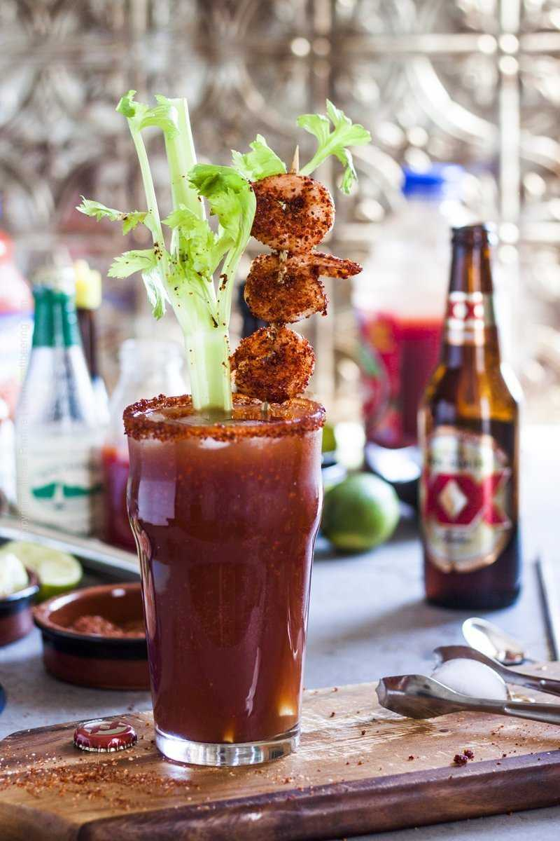 Clamato beer with shrimp (Cerveza con Clamato y Camarones)
